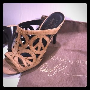 Donald J Pilsner Cork Peace high Heel Shoes